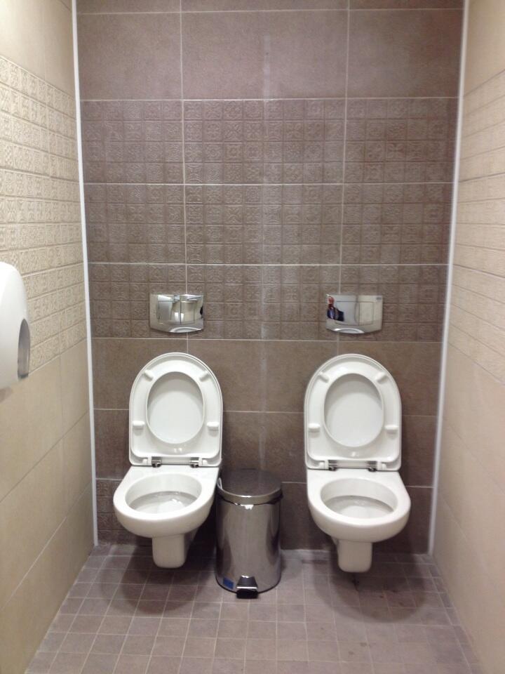 Bagno con 2 wc alle Olimpiadi di Sochi | Blitz quotidiano