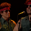 "Bruce Springsteen e il ""sosia"" Jimmy Fallon cantano ""Born to Run"""