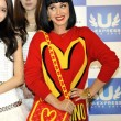 Katy Perry in Giappone veste Moschino03