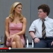 "Bar Refaeli bacia il nerd: versione ""extended"" del video"