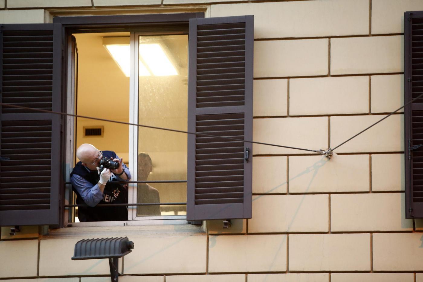 Arrestato per stupro si butta dalla finestra del commissariato e muore03 blitz quotidiano - Si butta dalla finestra milano ...