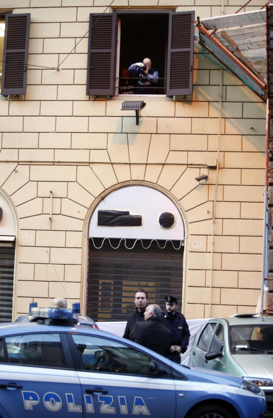 Roma arrestato si butta da finestra commissariato e muore - Si butta dalla finestra milano ...