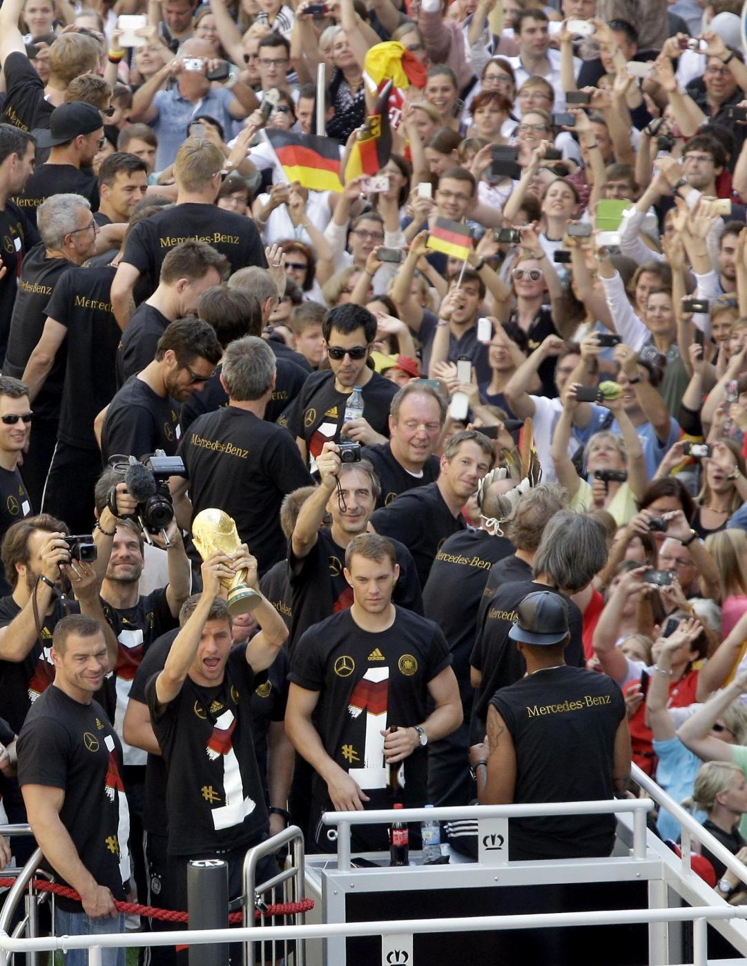 La germania campione del mondo arriva a berlino16 blitz quotidiano - La germania cucine opinioni ...