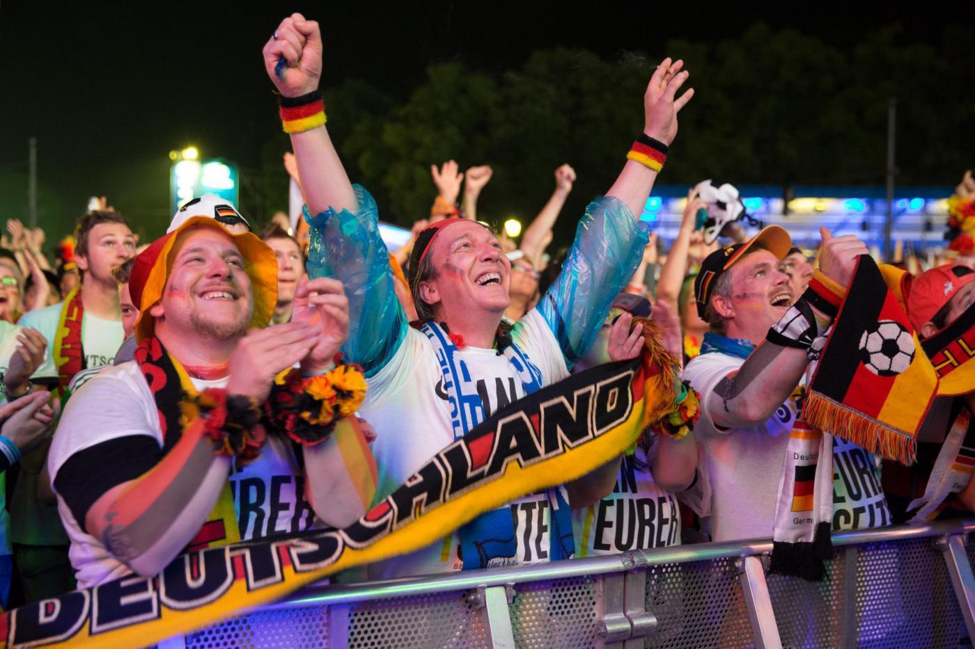 Mondiali tifosi tedeschi esultano per il 7 1 al brasile26 - Agenzie immobiliari ad amburgo ...