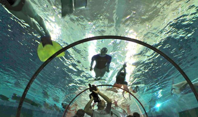 Piscina profonda italia misura 40 metri acque termali 2 blitz quotidiano - Piscina gonfiabile 2 metri ...