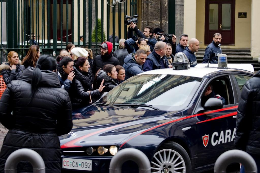 Camorra 50 fermi a napoli familiari salutano arrestati08 blitz quotidiano - Finestre pensione 2015 ...