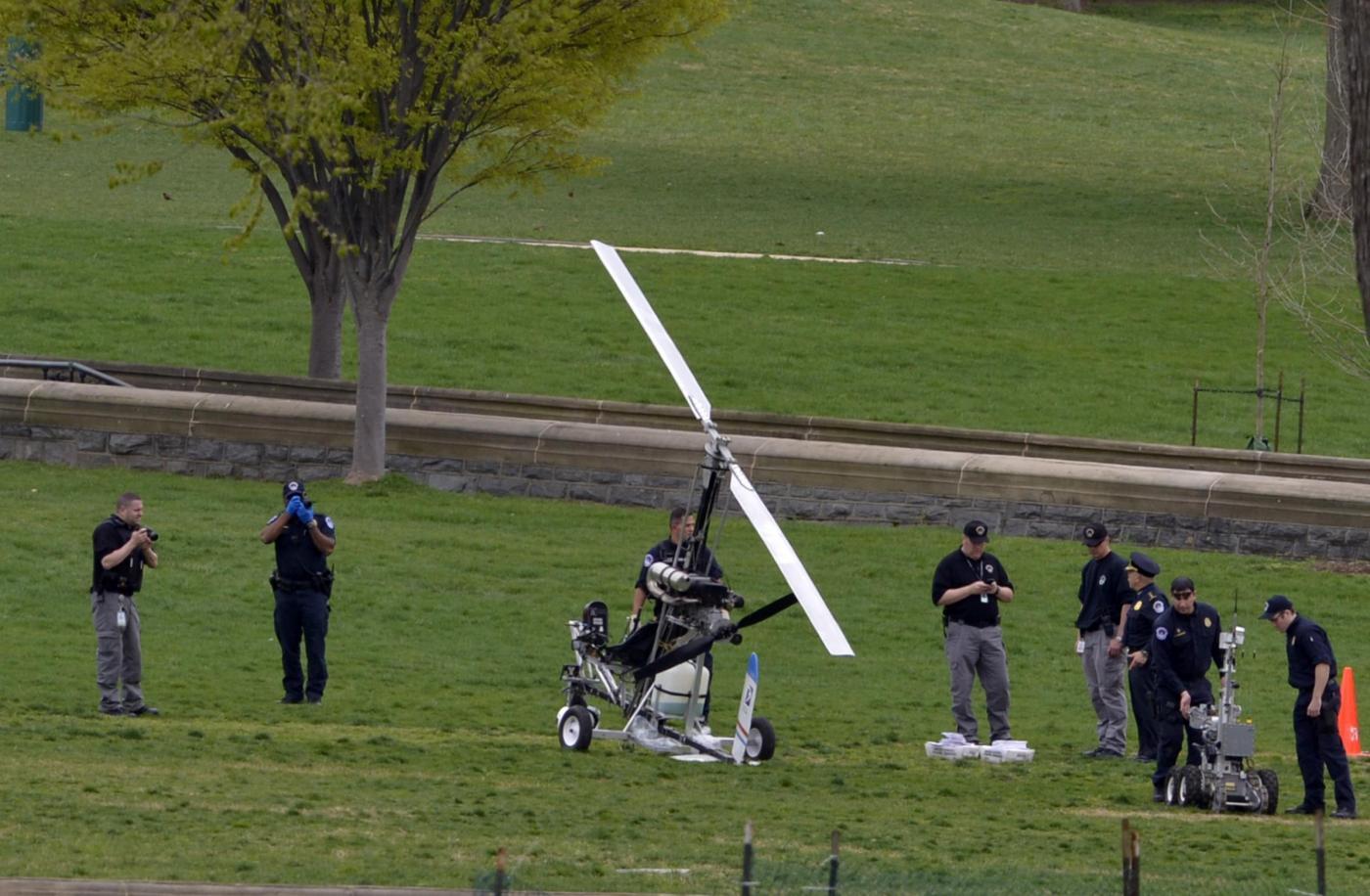Elicottero Piccolo : Usa piccolo elicottero atterra a passi da sede