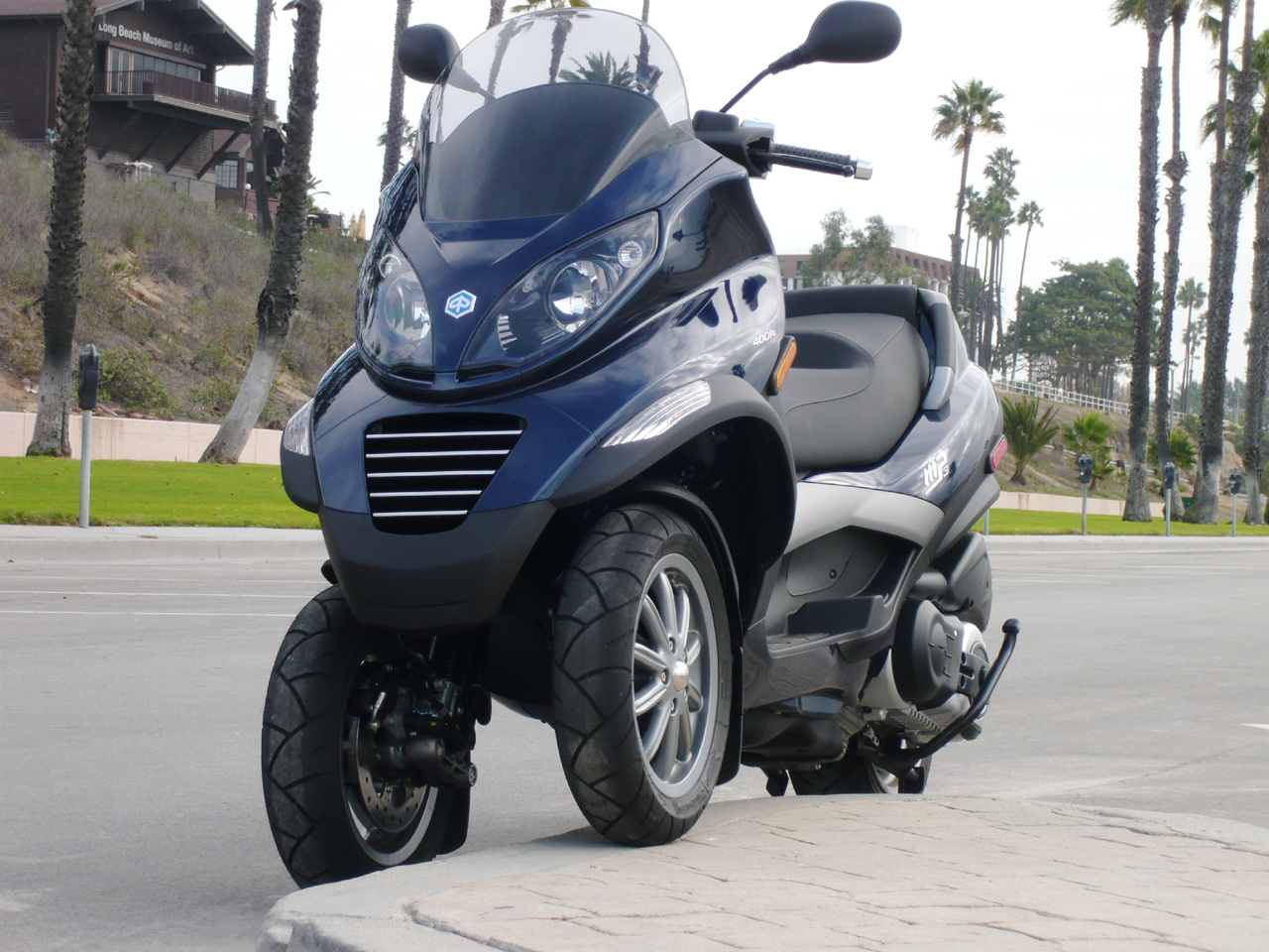 piaggio accusa peugeot e yamaha di aver copiato mp3 scooter a 3 ruote blitz quotidiano. Black Bedroom Furniture Sets. Home Design Ideas