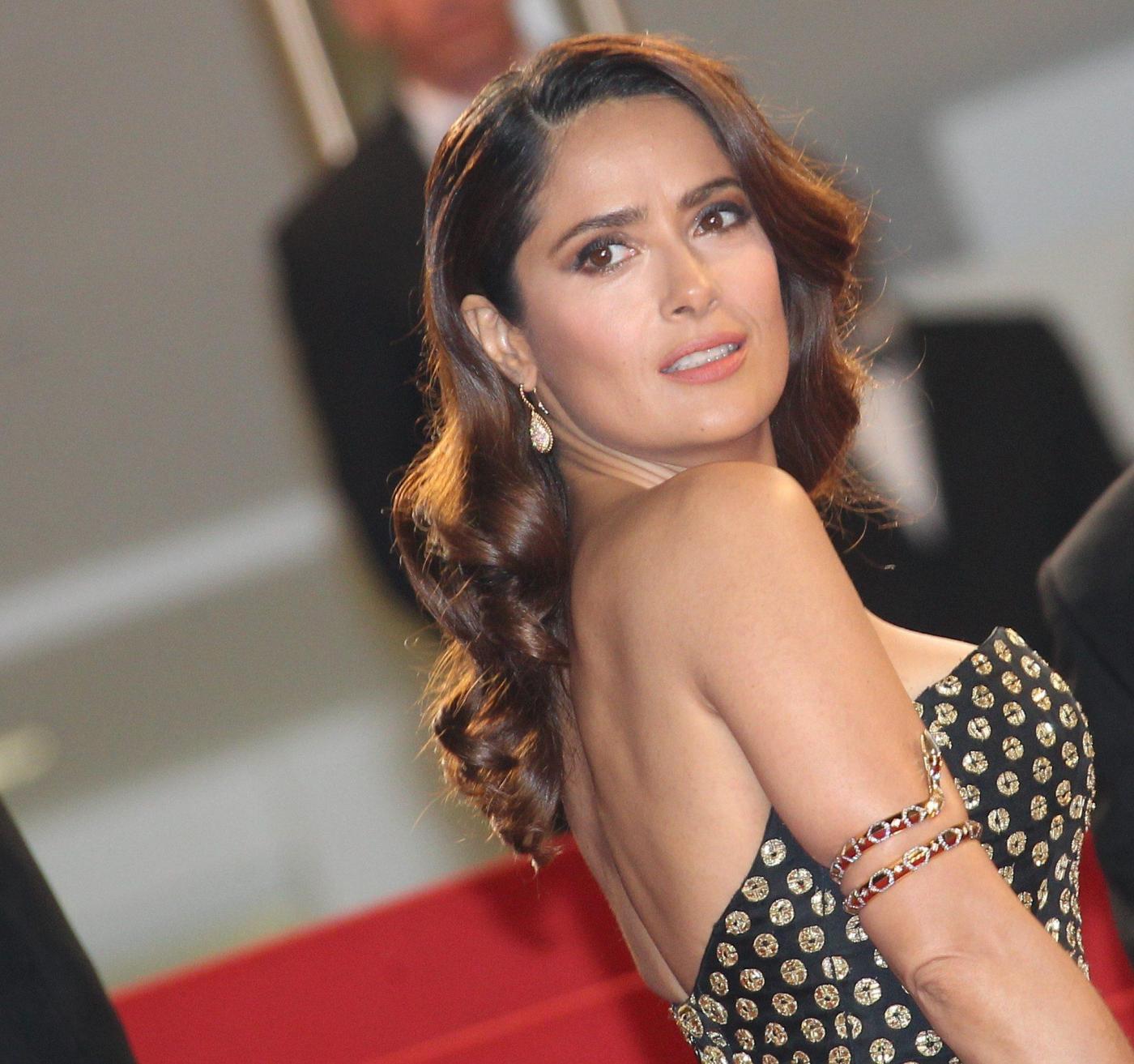 Cannes racconto dei racconti di garrone salma hayek e vincent cassel nel cast5 blitz - Finestre pensione 2015 ...