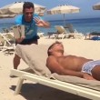 VIDEO YouTube - Antonio Cassano fa gavettone a Criscito in spiaggia
