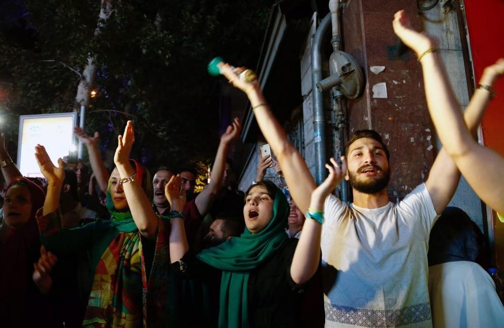 Iran accordo nucleare festa in strada poi arrivano i lacrimogeni7 blitz quotidiano - Finestre pensione 2015 ...