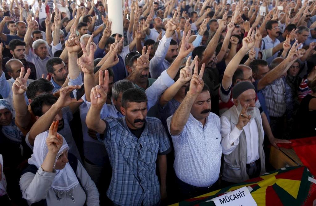 Turchia vieta foto morti a suruc su twitter cinguettii bloccati si piega a erdogan7 blitz - Finestre pensione 2015 ...