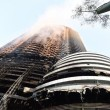 Dubai, selfie davanti all'Adress Downtown Hotel in fiamme4
