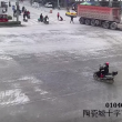 YOUTUBE Cina, camion travolge tre ragazze in scooter: illese 3