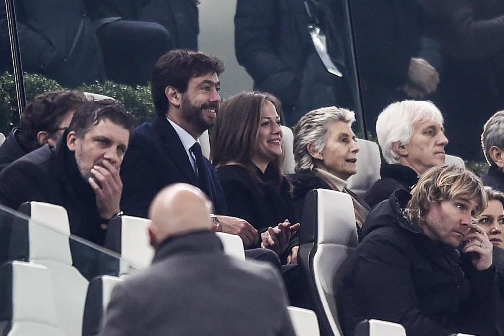 Andrea Agnelli e Deniz Akalin, baci a Juventus Stadium ...