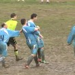 VIDEO Calcione all'arbitro da dietro, follia in campo2
