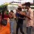 Flashmob blocca traffico in India2