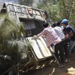 YOUTUBE Guatemala, cade bus da burrone: 19 morti4