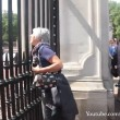 Buckingham Palace: schiaffo a guardia