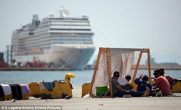 pacchetti viaggio dalla grecia a 10mila per migranti
