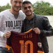 Francesco Totti incontra Alessio Avallone, fan in lacrime