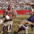 Calcio storico: muscoli, botte e terra. FOTO e VIDEO