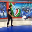 VIDEO YOUTUBE Diletta Leotta palleggia in studio, Del Piero invece...