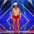 VIDEO YOUTUBE Nonna striptease: si spoglia a 90 per America's Got Talent 3