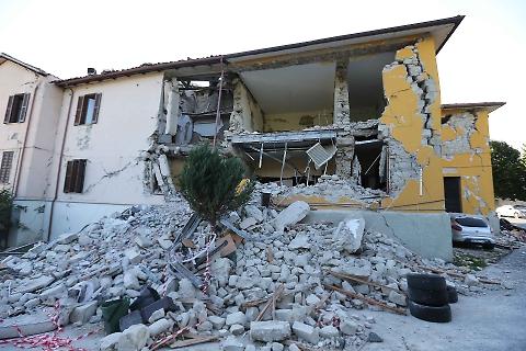 Terremoto rendere casa antisismica ristrutturazione for Case vecchie ristrutturate