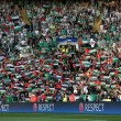 YOUTUBE Celtic, tifosi con bandiere Palestina: in campo squadra israeliana