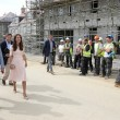 Kate Middleton e il selfie con il muratore FOTO. E William si arrabbia