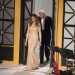 YOUTUBE Melania Trump in oro ruba la scena al gala a Washington FOTO 2