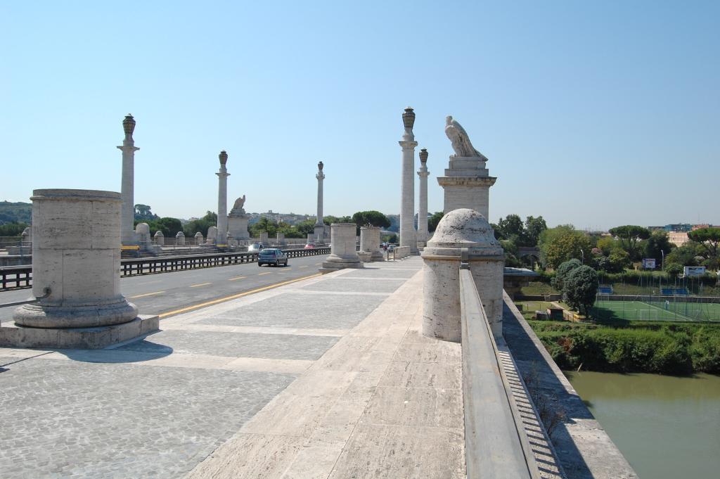 Corso francia in bilico sul ponte delle aquile i selfie for Affitto ufficio corso francia roma