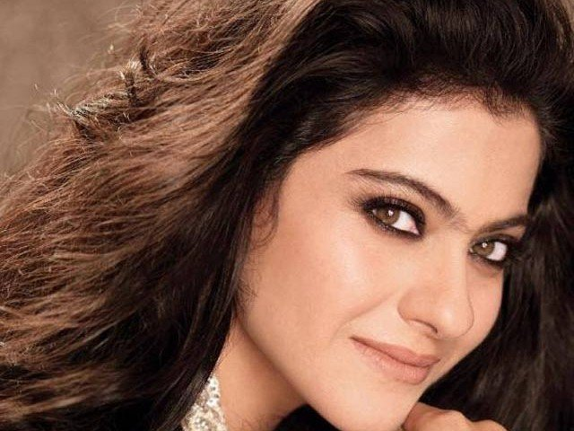 Kajol, star di Bollywood nella bufera: in un video Fb mangia carne di manzo01