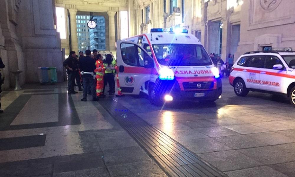 Milano, accoltella due militari e un poliziotto durante un controllo in stazione: fermato italo-marocchino