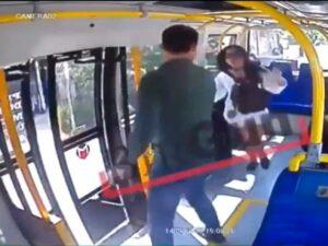 YOUTUBE Aggredita sul bus in Turchia perché indossa gli shorts durante il Ramadan