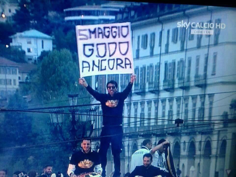 Juventus: si chiude per Szczesny ma il sogno è Douglas Costa