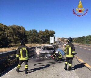 Auto a fuoco sull'A4: traffico bloccato vicino Trieste