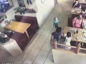 YOUTUBE Bambino esce da solo da ristorante e sta per essere rapito: genitori se ne accorgono