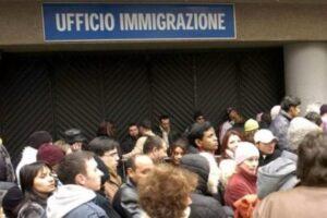 Permesso di soggiorno per stranieri: bastano due esami universitari l'anno