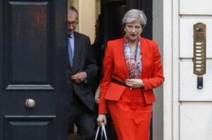 """Gb, Theresa May perde maggioranza ma va avanti: """"Farò governo con unionisti Dup"""""""