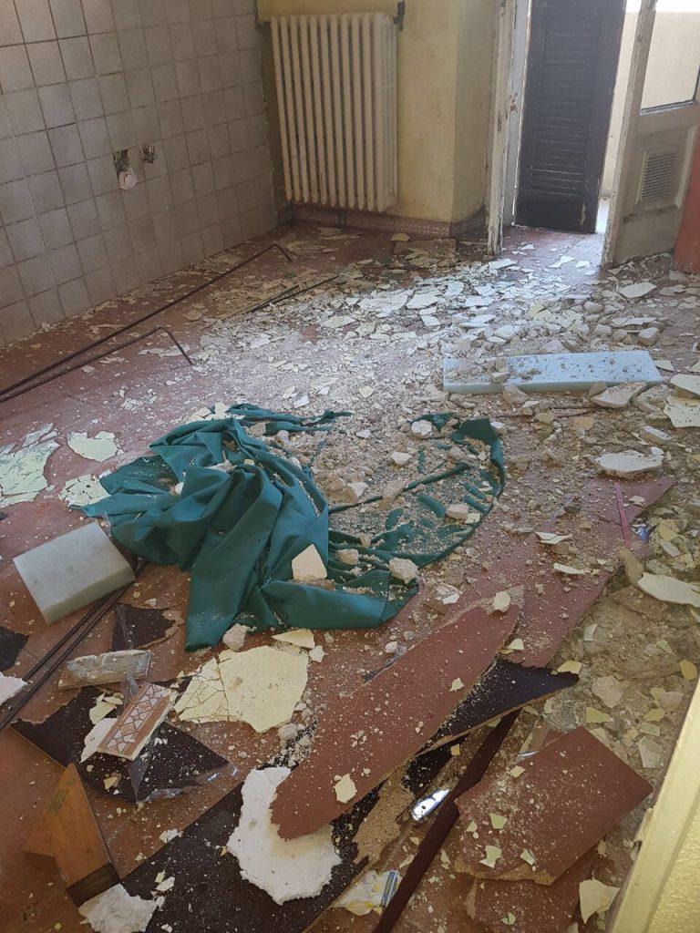 Milano, crolla soffitto in casa popolare FOTO: ferita inquilina
