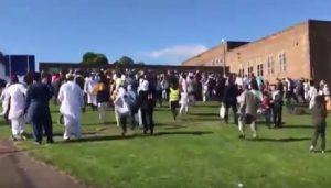 YOUTUBE Newcastle: auto sulla folla di musulmani alla fine del Ramadan. 5 feriti