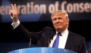 """Donald Trump: """"Non assumerei mai poveri per incarichi di prestigio"""". Americani d'accordo"""
