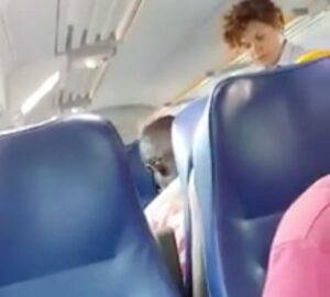 "Capotreno discute con immigrato. Salvini: ""Datele una medaglia"" VIDEO"