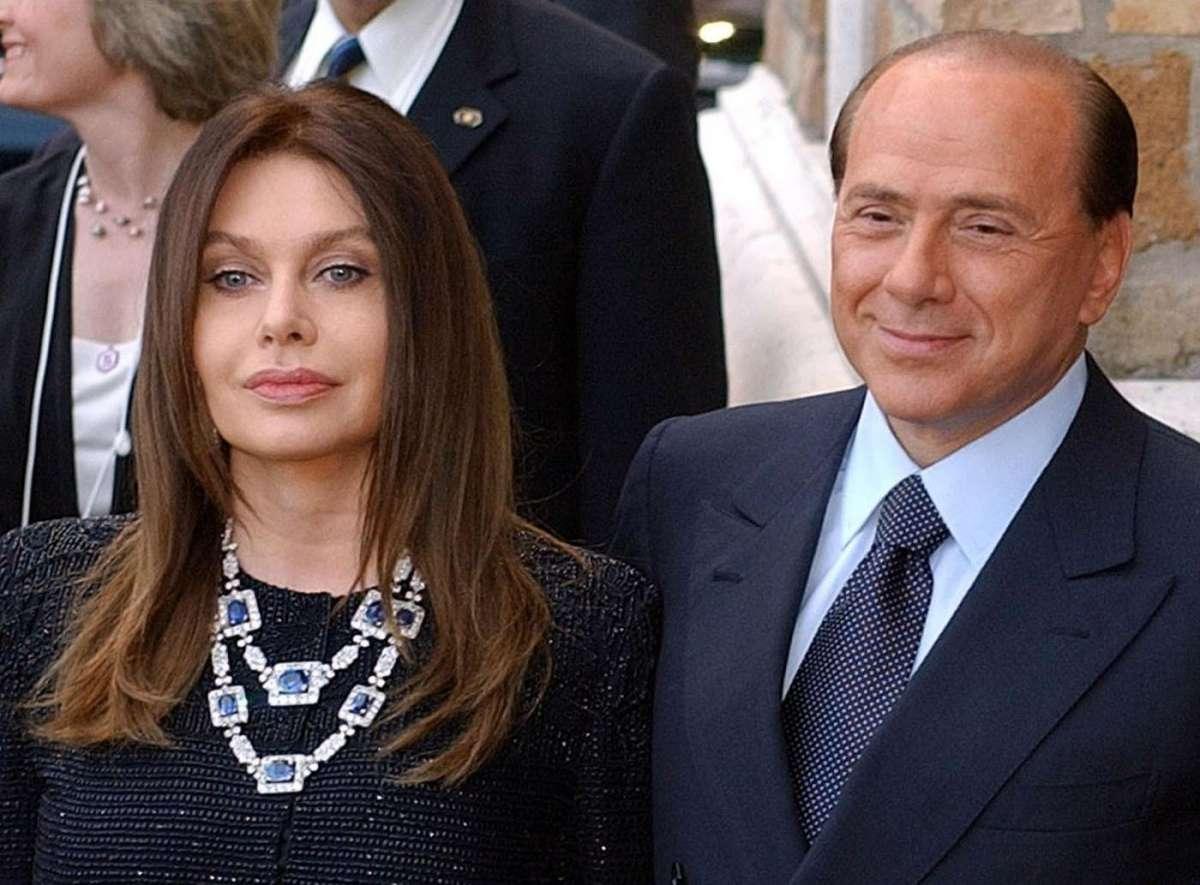 Il bacio gay di Luigi Berlusconi, papà Silvio è furibondo