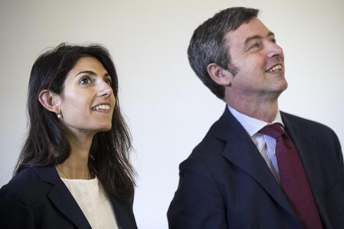 Roma, Raggi ascoltata da pm per caso nomine: Sono fiduciosa
