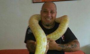 Il controllore Davide Feltri in una foto pubblicata sul suo profilo Facebook