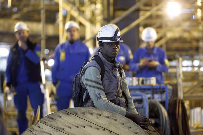 """Fincantieri, Francia nazionalizza Stx: """"Cantieri diventano dello Stato"""""""