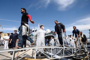 Migranti, Francia e Spagna contro gli sbarchi nei loro porti